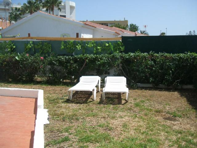 Garden with sunbeds - Number 83 Los Arcos, Playa del Ingles, Gran Canaria